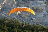 tandemový motorový paragliding