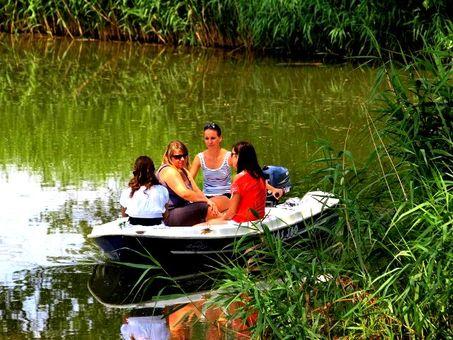 Plavba na motorovom člne po Baťovom kanáli