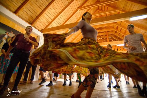 Rozhýbkosti - workshopy ľudového tanca aspevu