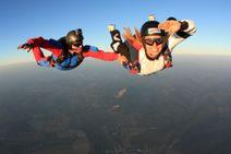 Samostatný zoskok padákom z výšky 4000m