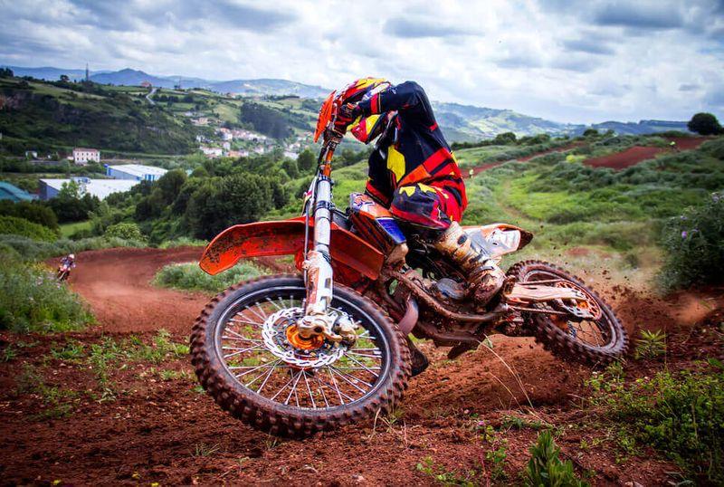 Motokros - Jazda na pretekovej motorke