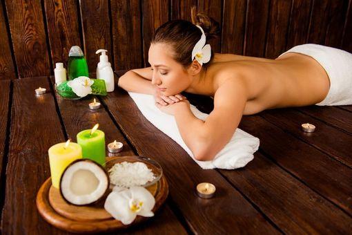 Teplá olejová masáž – kokos