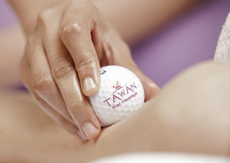 Thajská masáž golfovými loptičkami